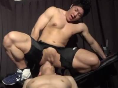 ガチムチのレスリング選手がケツ穴を舐めさせる
