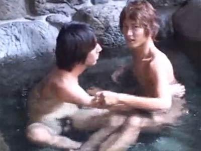 露天風呂で乱交する男たち