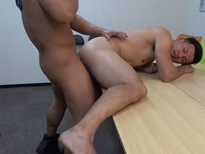 会議室でケツを掘られるリーマン