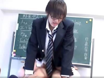 ショタ系の男が教室でエッチする