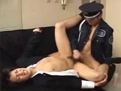 警備員に犯される男子学生