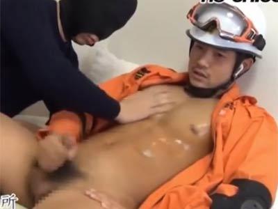 消防男子を手コキする
